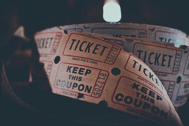 Билеты в кинотеатр  - подарок киноману