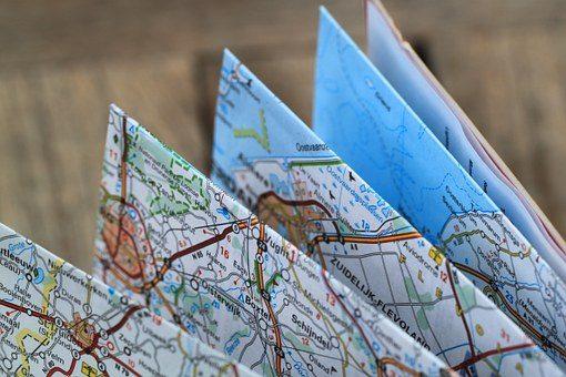 Бумажная карта города - подарок женщине автомобилисту