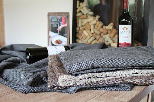 Плед - 12 подарков для домашнего уюта