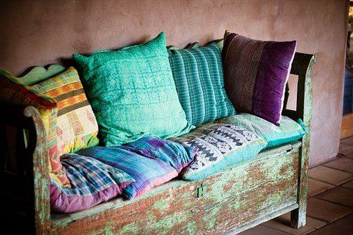 Диванные подушки - 12 подарков для домашнего уюта