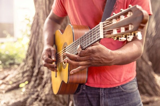 курсы игры на гитаре - 8 вариантов курсов и мастер-классов в качестве подарка