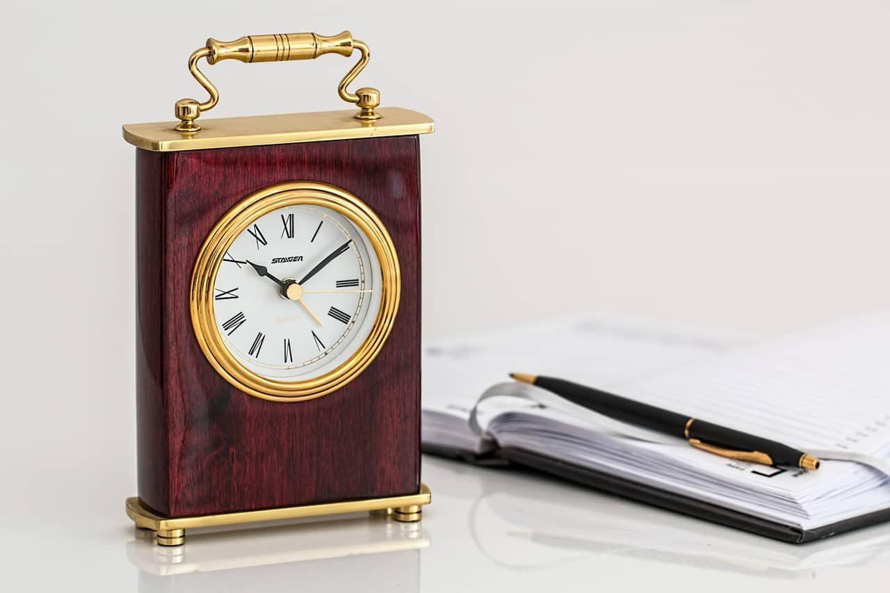 Настольные часы - идеи подарков для руководителя