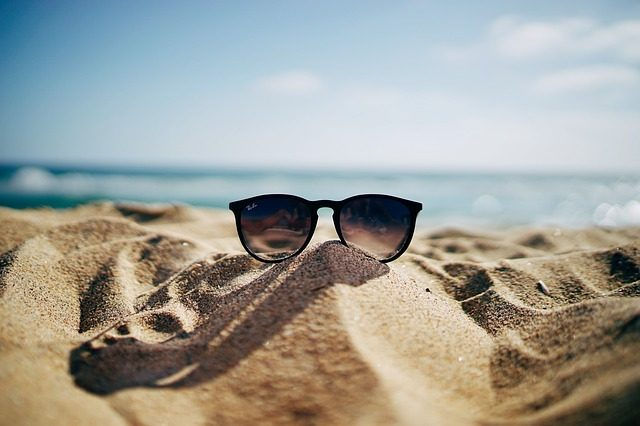 Солнцезащитные очки - идеи подарков для путешественников