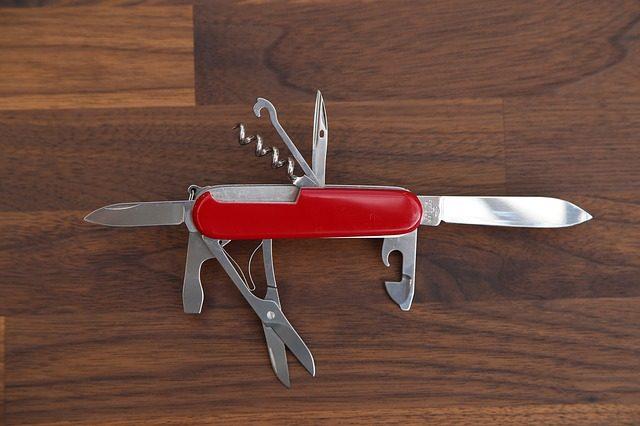 Швейцарский ножик - что подарить дедушке