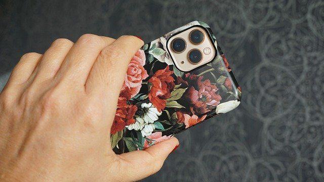 Яркий чехол на телефон - идеи онлайн подарков
