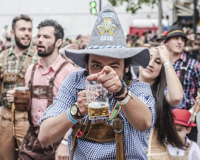 Традиционная немецкая одежда Октоберфеста - Что привезти из Берлина