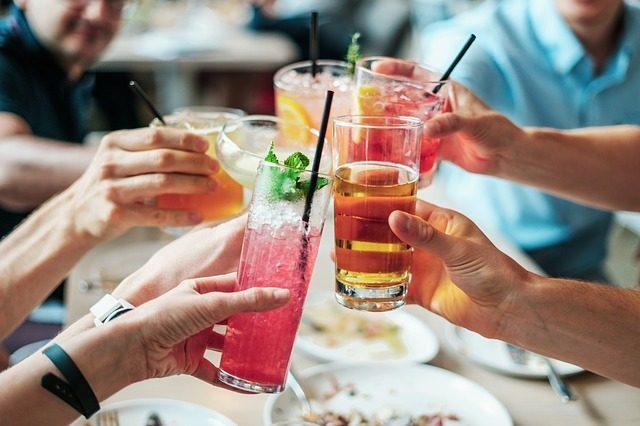 Книга коктейлей  - 8 подарков бармену