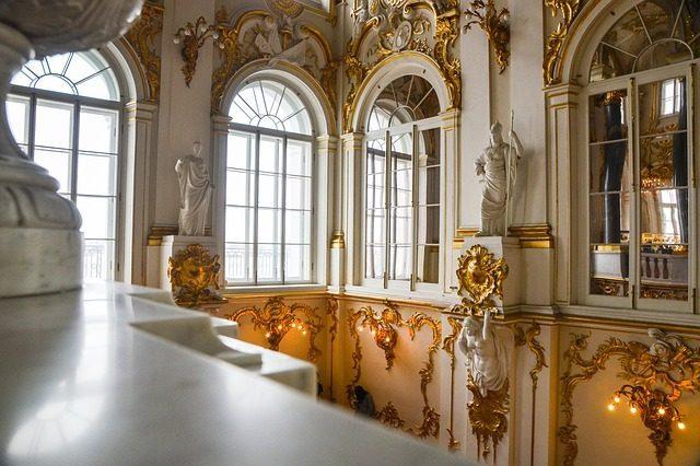 Сувениры из музеев  - что привезти из Санкт-Петербурга