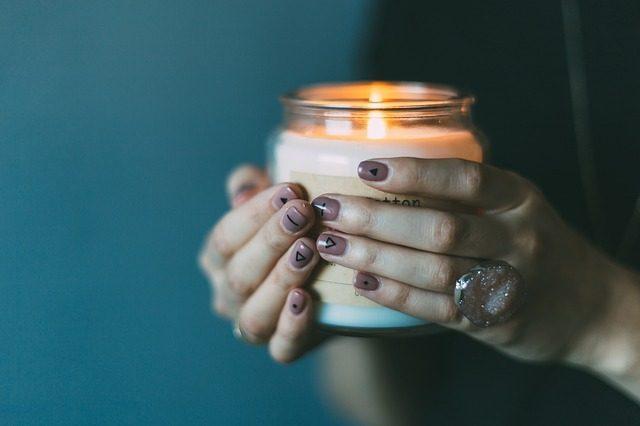 Ароматические свечи - 12 подарков для ванной комнаты