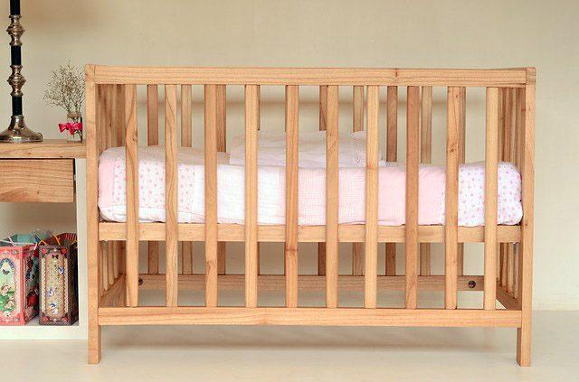 Кроватка - 10 подарков на рождение ребенка