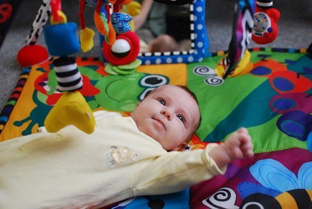10 подарков на рождение ребенка