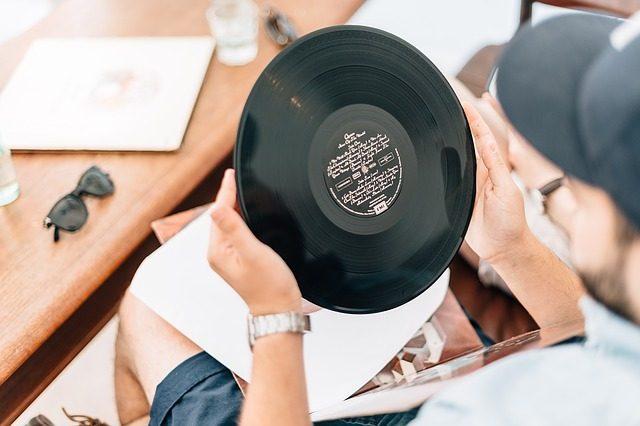 Виниловая пластинка - 15 подарков музыканту