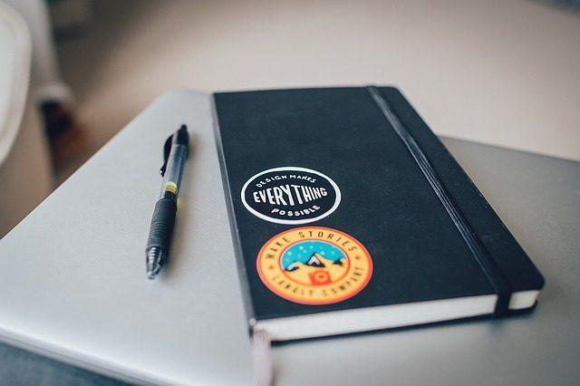 Записная книжка или блокнот - что подарить маркетологу
