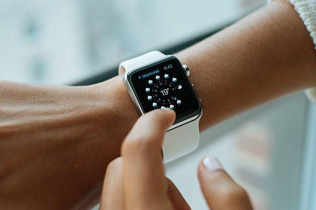 Умные часы - что подарить маркетологу