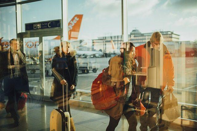 Путешествие по стране или за границей - что подарить на свадьбу молодоженам