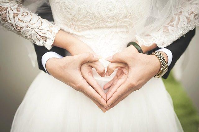Что подарить на свадьбу молодоженам-Подариок