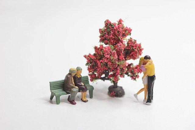 Уникальная статуэтка - что подарить на свадьбу молодоженам