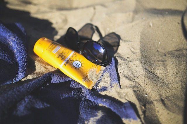 Солнцезащитный крем - 10 подарков на девичник
