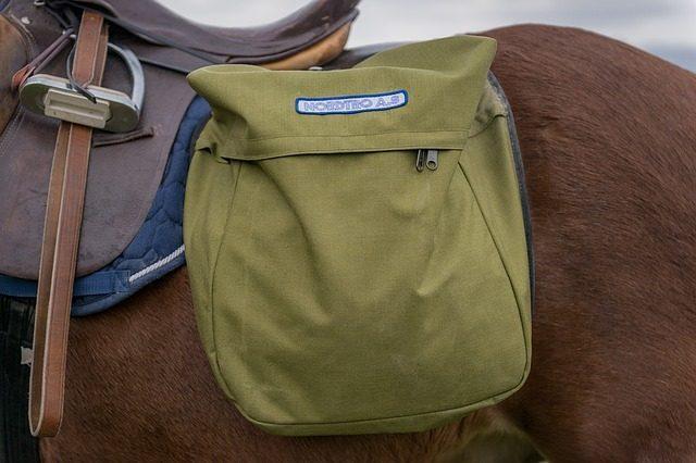 Седельная сумка - подарок любителю лошадей