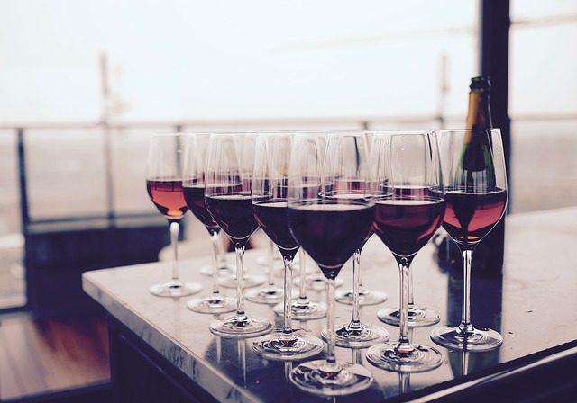 Набор бокалов для вина - подарок любителю мяса