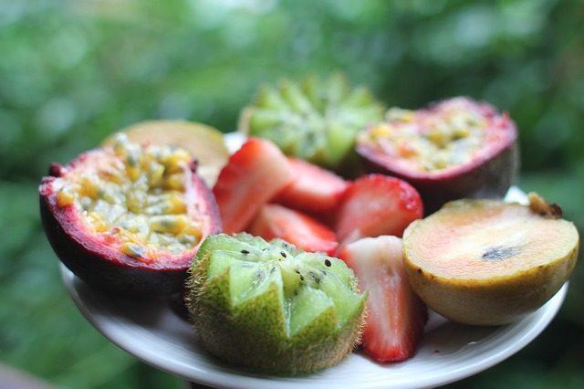 Коробка экзотических фруктов - подарок вегетарианцу или вегану