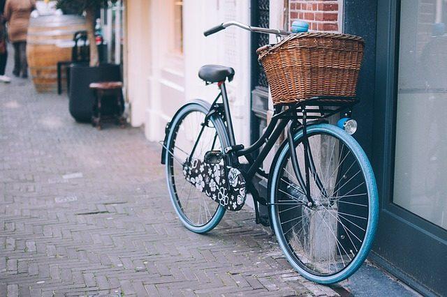 Винтажная корзина для пикника - что подарить велосипедисту