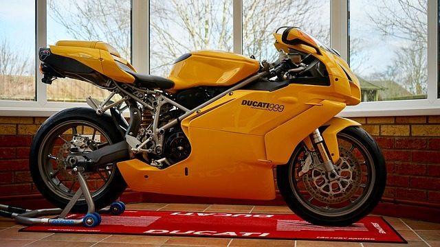 Что подарить мотоциклисту - рекомендация подарка