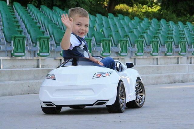 Детский электромобиль - Что подарить мальчику на 4 года