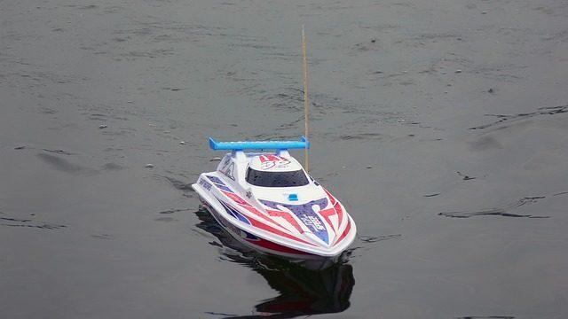 Радиоуправляемая лодка - Что подарить мальчику на 4 года