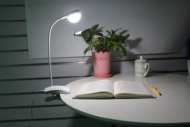 Настольная лампа - Что подарить копирайтеру
