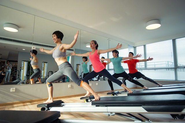 Абонемент в спортзал, на йогу, в бассейн, сертификат на массаж - Что подарить копирайтеру