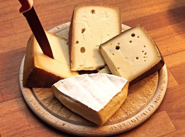 Подарочные наборы разных видов сыров - Что подарить любителю сыра