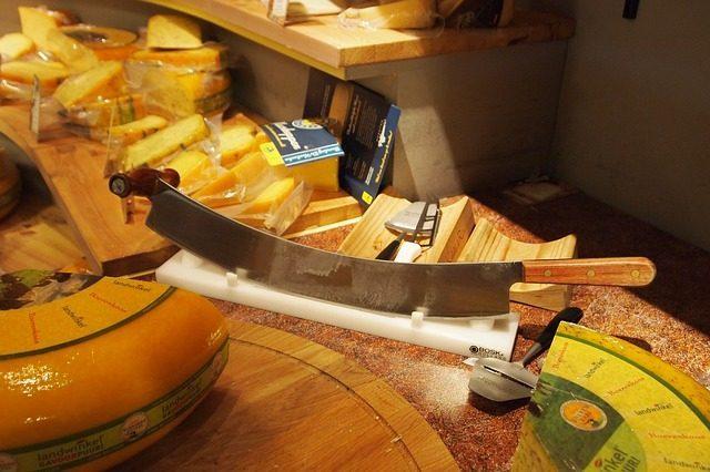Набор сырных ножей - Что подарить любителю сыра