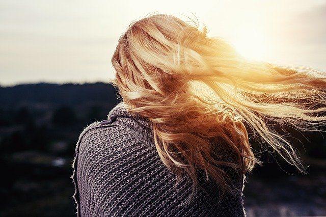 Сухой шампунь - Что подарить для ухода за волосами