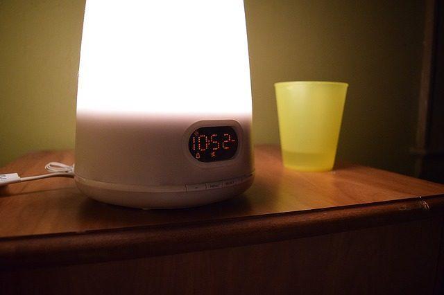 Световой будильник - Что подарить для сна
