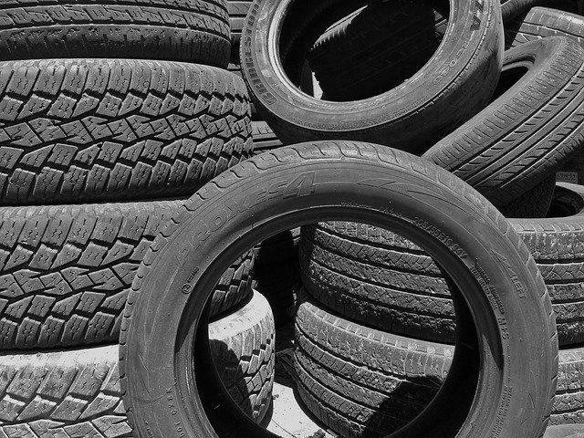 Копмлект резина - Что подарить в автомобиль