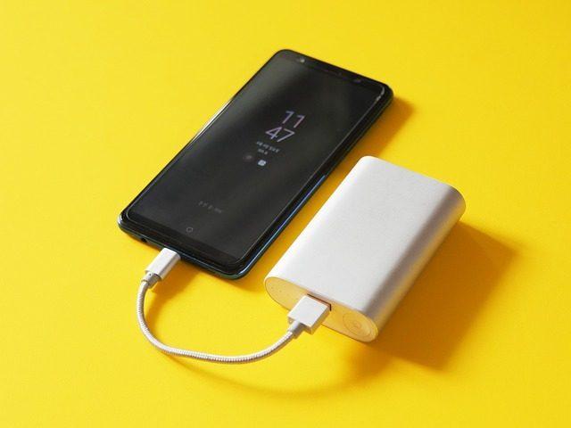 Внешний аккумулятор, наушники и другая электроника - подарки для студента